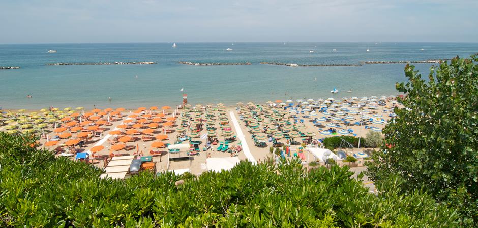 la_spiaggia_di_gabiccemare_dall_alto